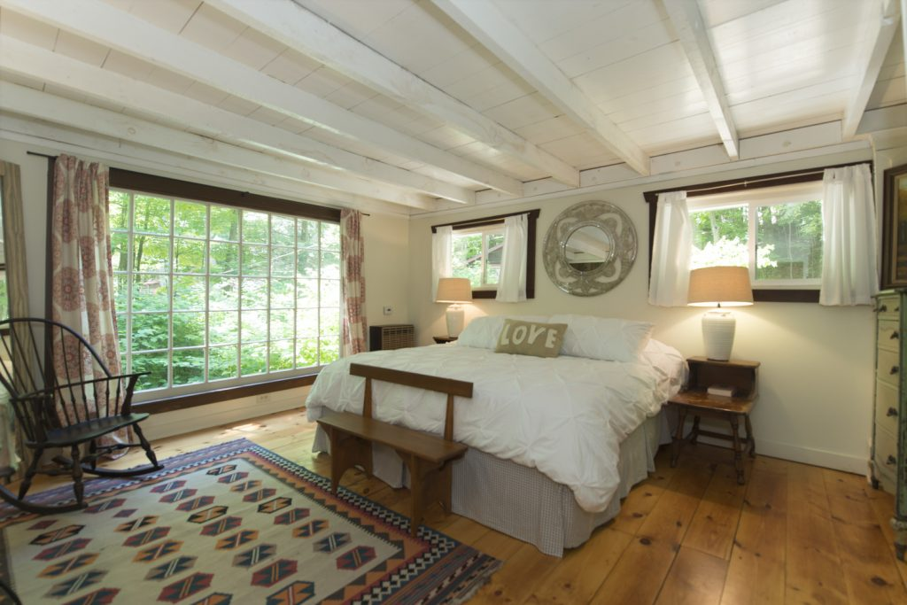 Waterfall Cabin_Bedroom.jpg