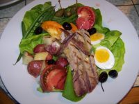 Fresh tuna Nicoise.jpg