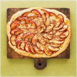 apple-cheddar-pizza